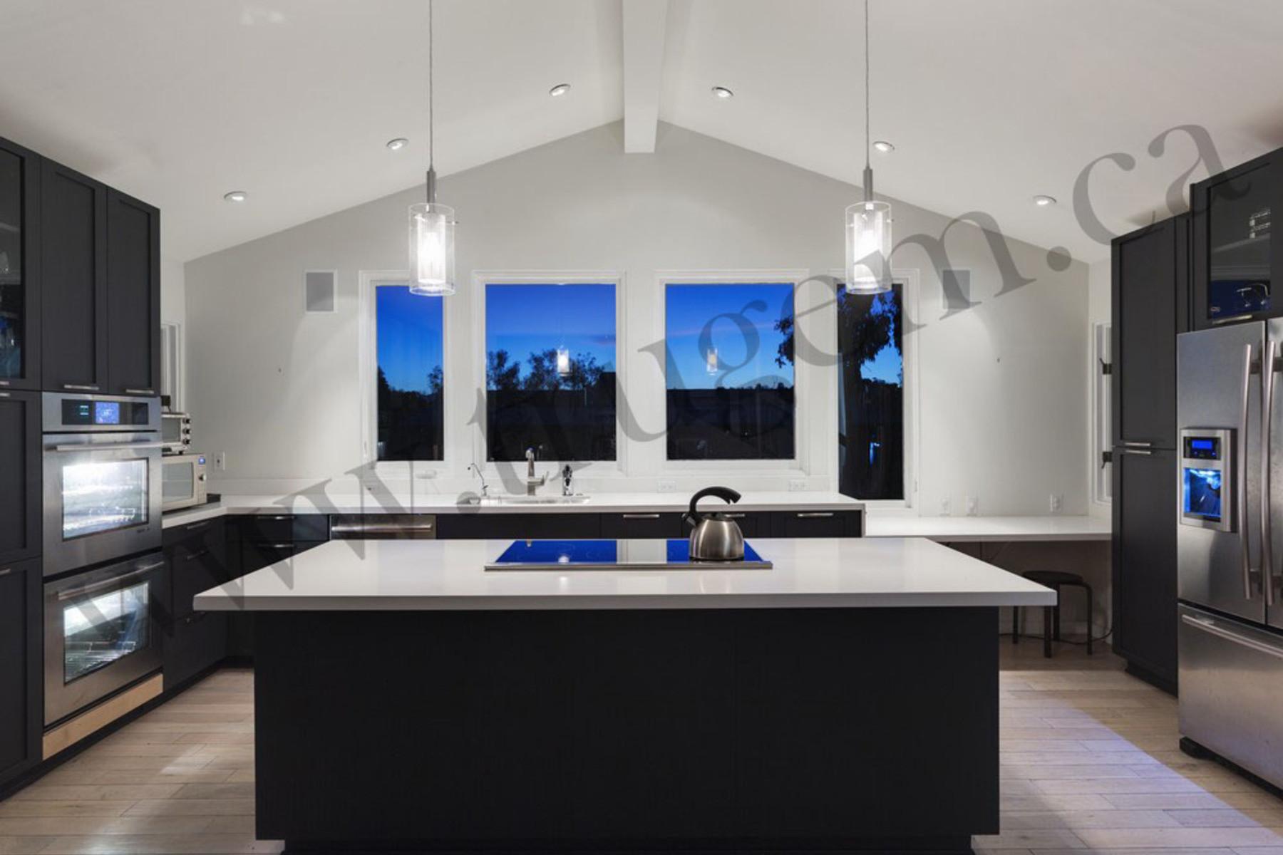 Unique Transitional Kitchen Design